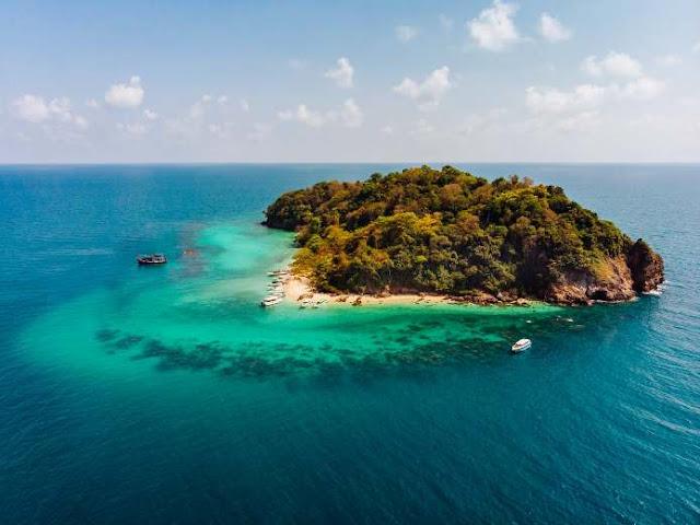ilustrasi sebuah pulau