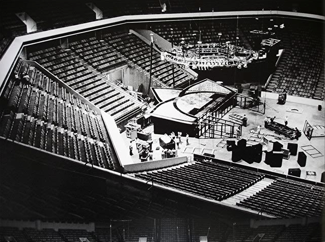 during star star and inflatable phallus would come through the center of the stage and wave madly in the air as jagger would ride it and on some occasions - Concert Stage Design Ideas