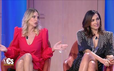 Caterina Balivo Stefania Orlando vestito rosso outfit Maurizio Costanzo Show