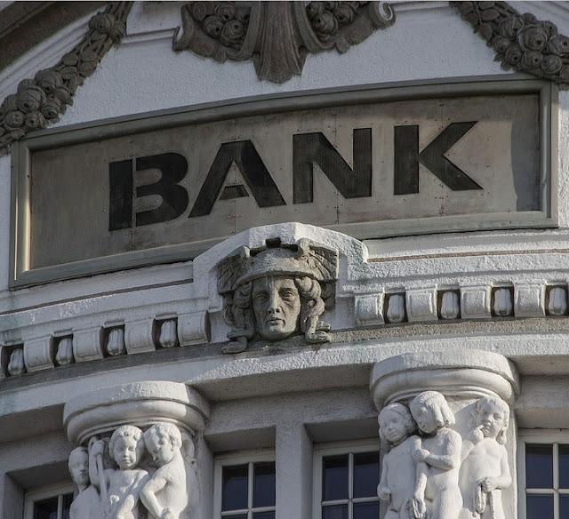 Pengertian BANK: Jenis, Tujuan, Fungsi, Produk, Layanan, & Suku Bunga