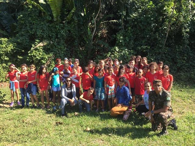 6º BIS proporciona passeio na Trilha Ecológica a alunos da Escola Jesus Perez