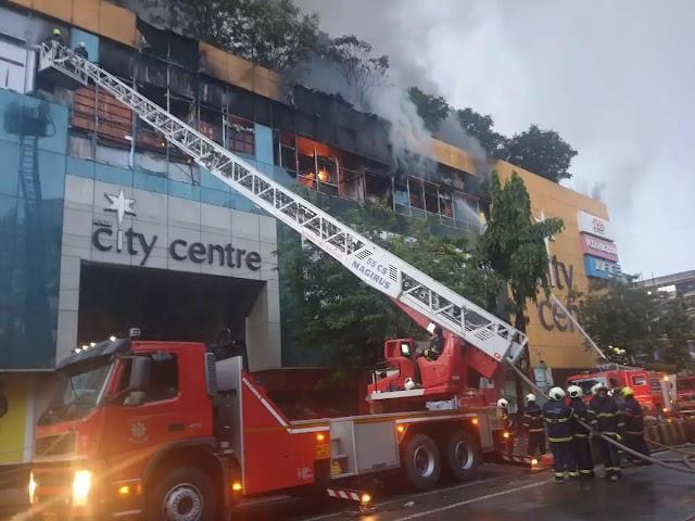 મુંબઇ: મોલમાં લાગેલી આગ નિયંત્રણની બહાર , નજીકની બિલ્ડિંગમાંથી 3500 લોકોને બચાવવામાં આવ્યા