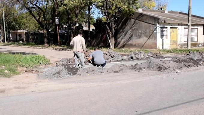"""Arreglaron el """"pozo"""" de Crespo y Temporelli tras cuestionamientos de vecinos: Obras informó de cómo continuarán en la zona."""