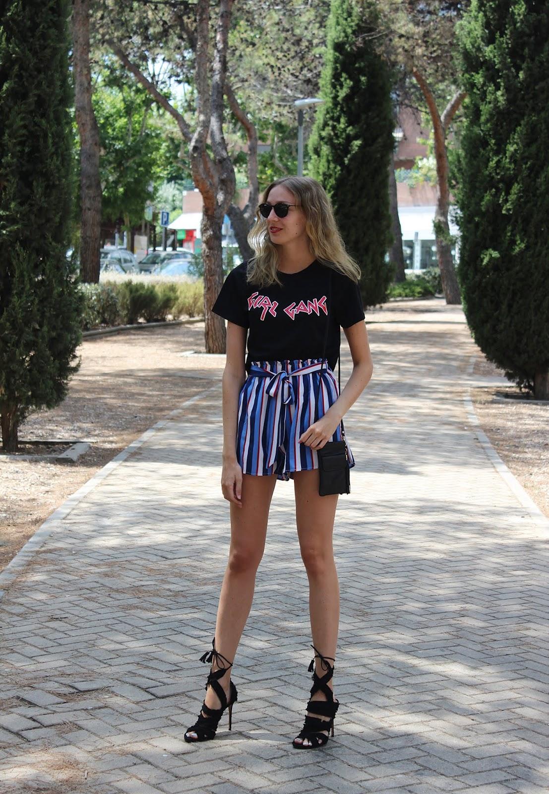sandalias-pura-lópez-shorts-rayas-shein