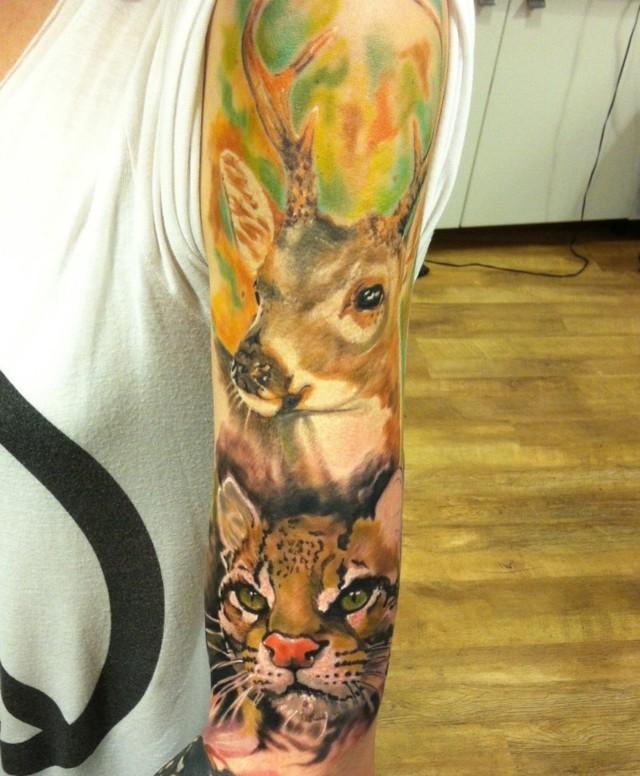 tatuaje de ciervo en el brazo