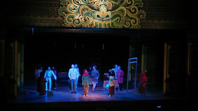 Sosok Nyai Ontosoroh dalam Bingkai Teater Merah