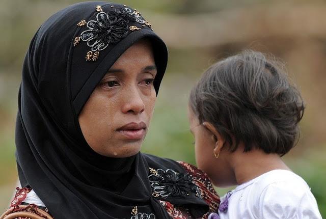Jangan Pernah Menyakiti Hati Ibumu, Karena Tanpanya Kamu Hanya Butiran Debu