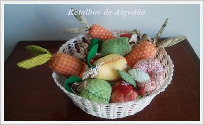 Frutas de tecido feitas usando a costura criativa