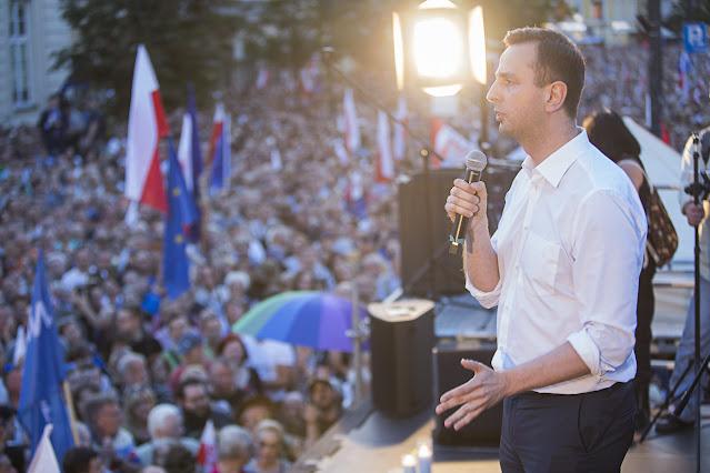 Władysław Kosiniak-Kamysz przemawia ze sceny na wiecu wyborczym