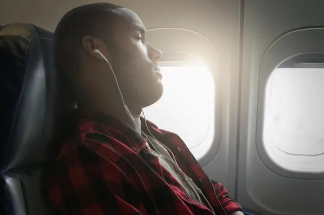 Не можете уснуть в самолете ? - Вот несколько советов.