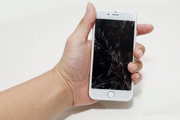 màn hình iPhone 7 bị vỡ cần phải thay mới