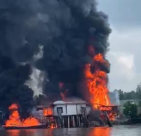 Api Membara di Sungai Guntung, Sebuah Gudang Minyak Terbakar