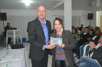 Prof. Ana Claudia Generali é homenageada em evento da Ampec