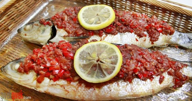 Baked Milkfish With Garlic And Red Wine Sauce Recipe