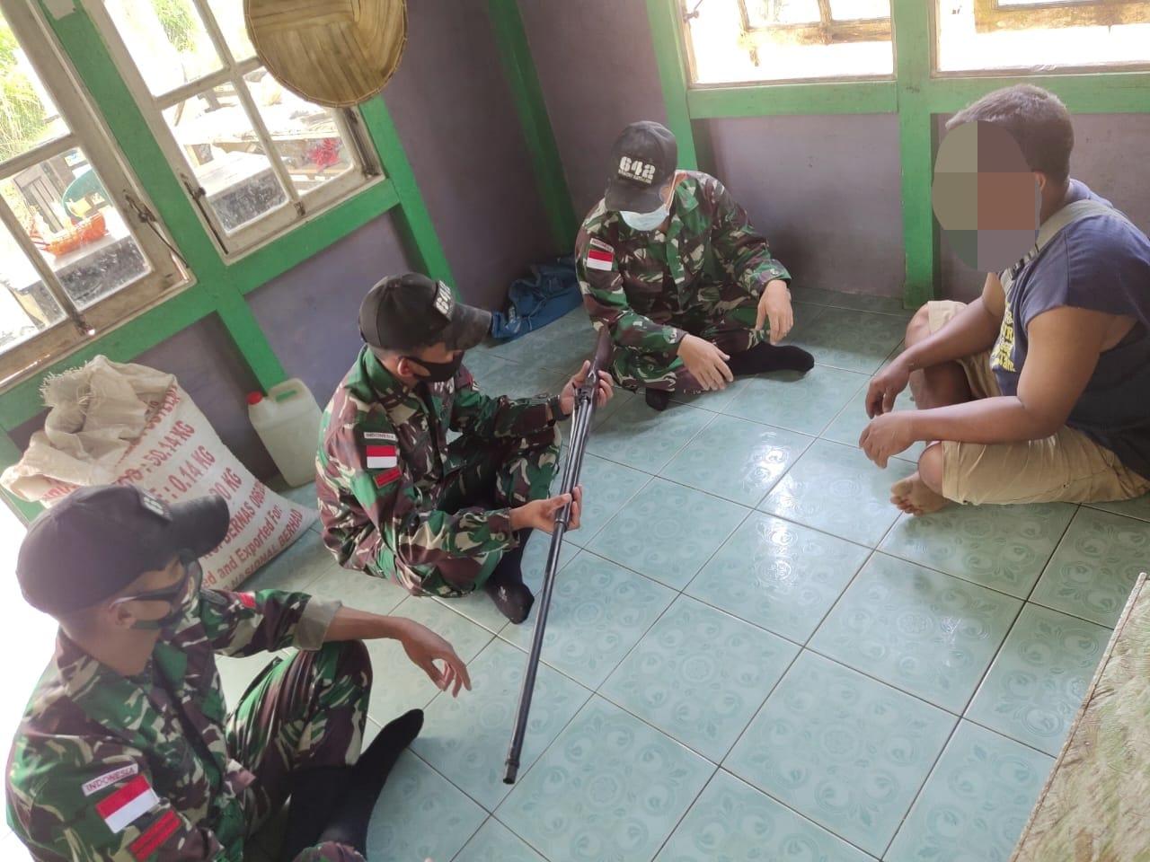 Satu Pucuk Senjata Api kembali Diserahkan Warga Perbatasan Indonesia-Malaysia