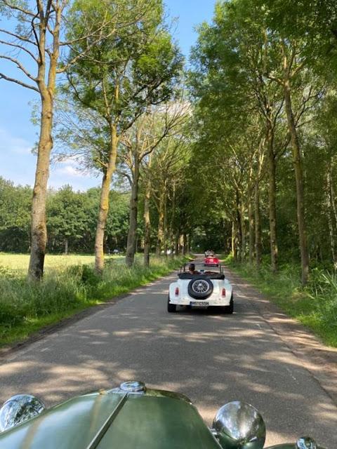 A tradicional foto do MP Lafer da frente, quando o passeio envolve uma fila destes carros.