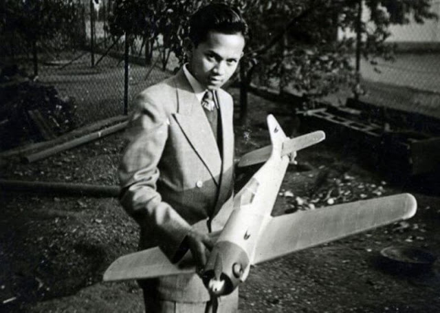 Habibie dan model  pesawat