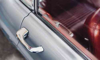 Cara Membuka Pintu Mobil Yang Terkunci Secara Cepat Mudah