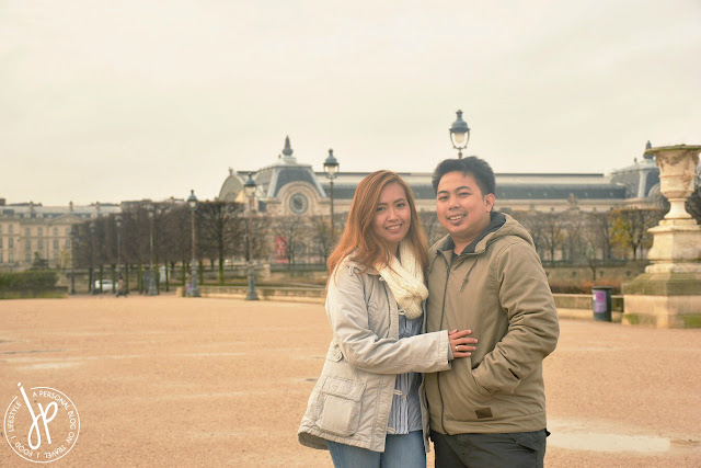 couple photo at palace garden