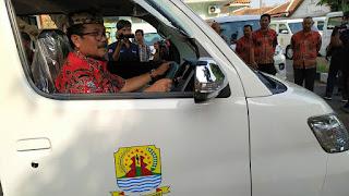 Bupati Cirebon Bagikan 12 Mobil Operasional Ke Kecamatan Sumber