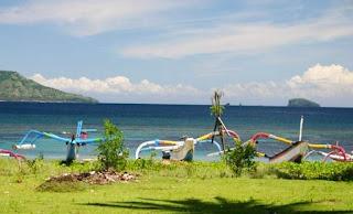 http://www.teluklove.com/2017/01/pesona-keindahan-wisata-pantai-labuhan.html