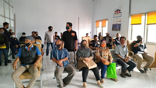 Masyarakat Geruduk Kantor POS Cabang Di Kota Jambi, Ini Kata Ketua Laskar Merah Putih Perjuangan (LMPP).