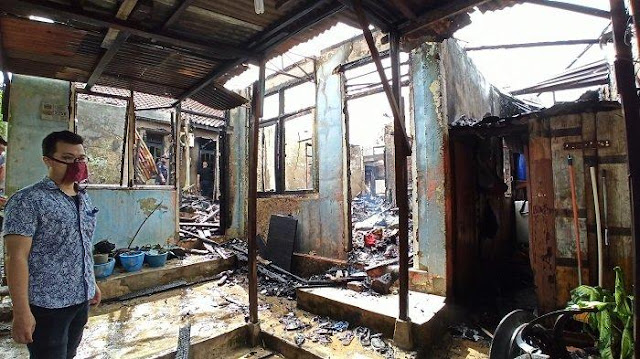 Pak Asril Tetap Lanjutkan Sholat Meski Sudah Terdengar Teriakan Kebakaran di Rumahnya