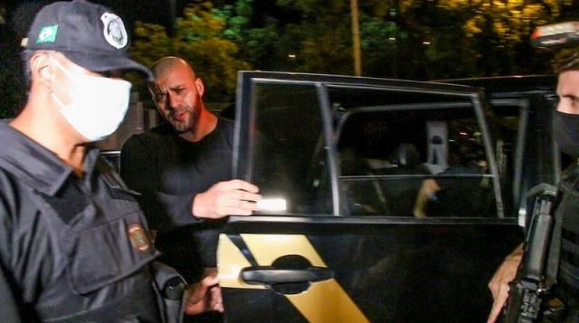 Deputado federal Daniel Silveira sendo conduzido pela Policia Federal após cumprir mando de prisão expedido pelo Ministro Alexandre Moraes.