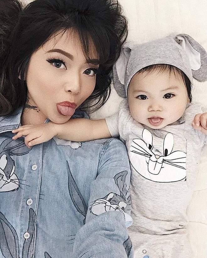 Cặp mẹ con xinh đẹp ngất ngây, chỉ nằm cạnh nhau chụp ảnh cũng nổi tiếng khắp mạng xã hội - Ảnh 1