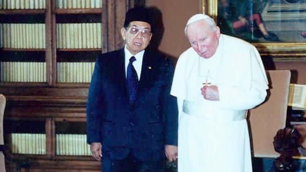 Kiai (Islam) VS Pastur (Kristen), Siapa Pemenangnya