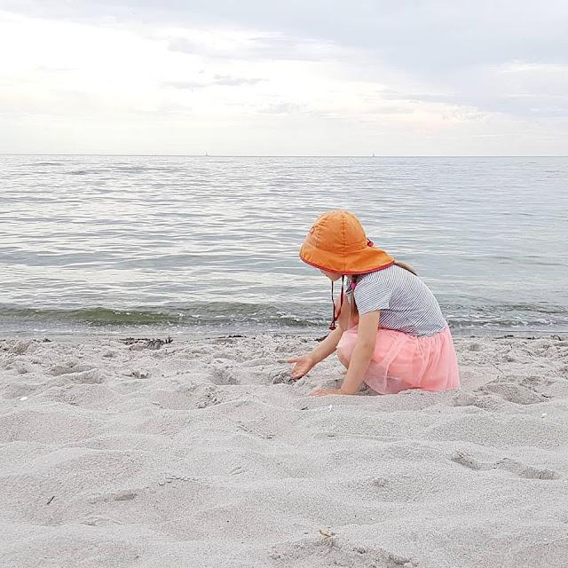 Unsere 11 besten Ausflugstipps für die Ostseeküste Nordjütlands. Der Strand von Bisnap ist wunderbar fürs Baden mit Kindern und einer der schönsten Strände an der Ostsee-Seite im Norden Jütlands.