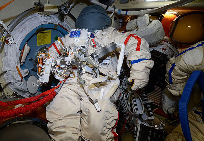 Tinuku The 56 crew for spacewalk outside ISS's Russian segment