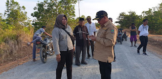 Bupati Kotabaru Meninjau Progres Pengerjaan Jalan Tanjung Samalantakan