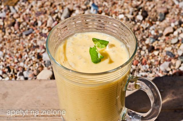 http://zielonekoktajle.blogspot.com/2015/06/banan-mango-ananas-sezam-kokos-miod.html
