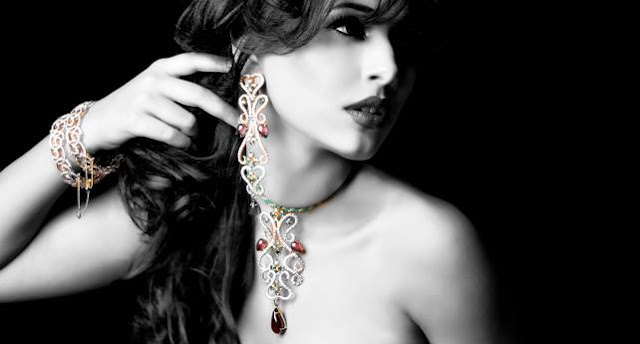 woman-expensive-jewelry
