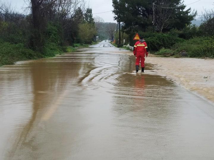Οι δρόμοι έγιναν ποτάμια στην Εύβοια - πηγή φωτογραφίας: facebook.com