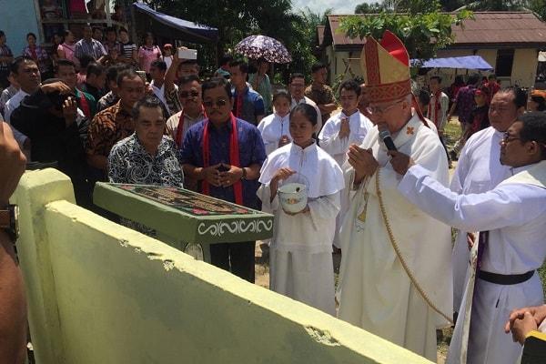 Bupati dan Wakil Bupati Sekadau Hadiri Peringatan 75 Tahun Gereja Katolik Di Tanah Mualang