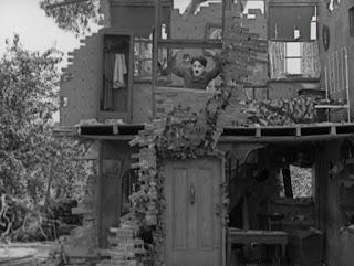 """Кадр из к/ф Чарли Чаплина """"На плечо"""" / Shoulder Arms (1918) - 11"""