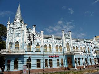 Черкаси. Відділення Укрсоцбанку. Колишній готель «Слов'янський»