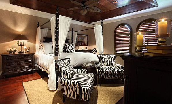 Dreamy and Romantic Full Draped Canopy Beds 3