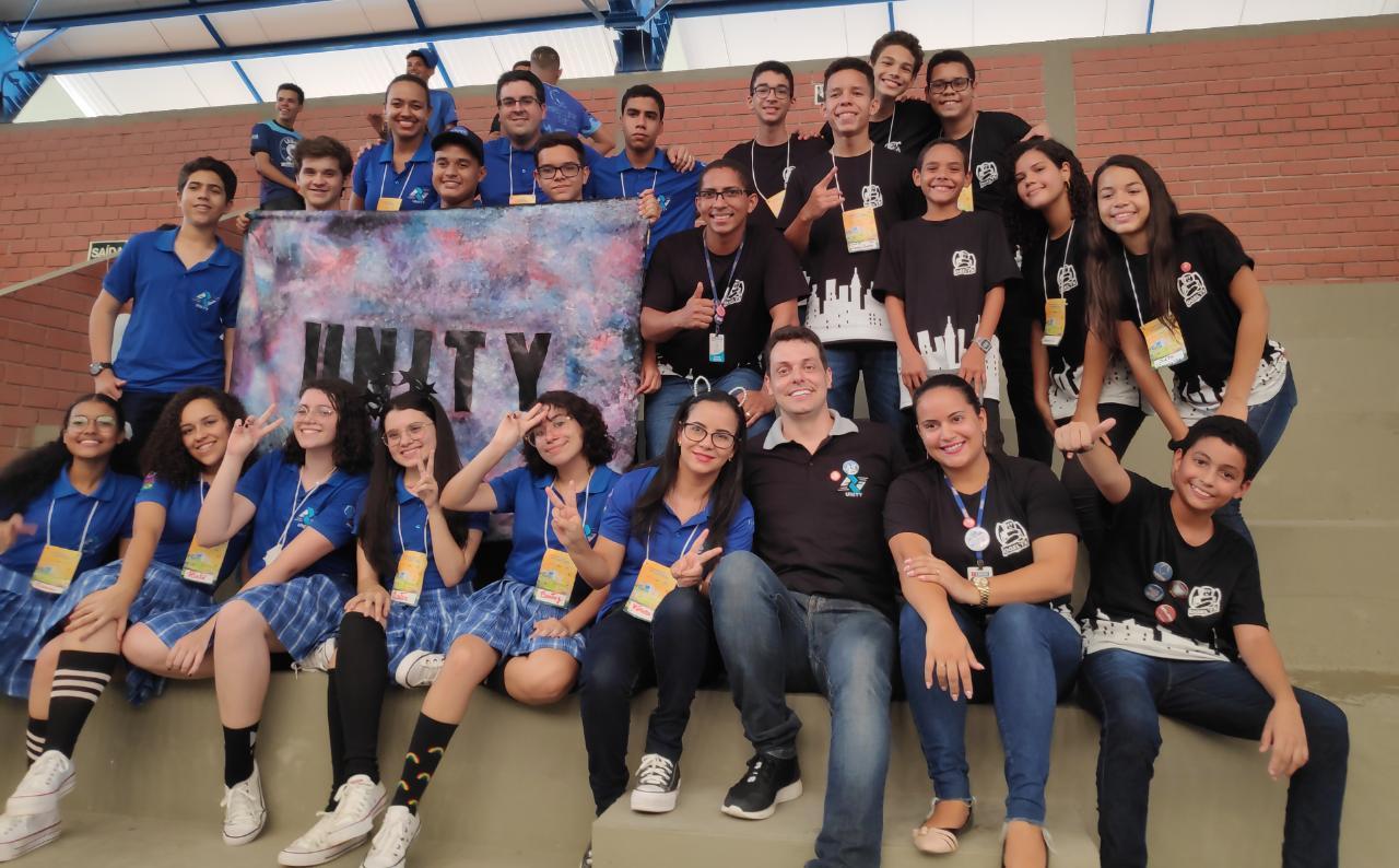 Alunos do Sesi de Escada criam aplicativo que ajudam deficientes visuais nas compras em supermercados, e vão a final de torneio de robótica em São Paulo