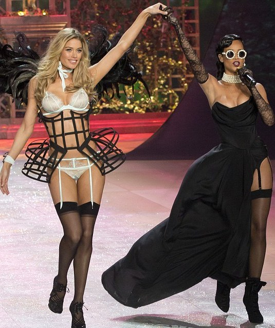 Rihanna en el Victoria´s Secret Fashion Show 2012 - 2013