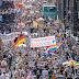 Χιλιάδες Γερμανοί βγήκαν στους δρόμους ενάντια στις απαγορεύσεις του κορωνοϊού ! Μεγάλη διαδήλωση στο Βερολίνο !