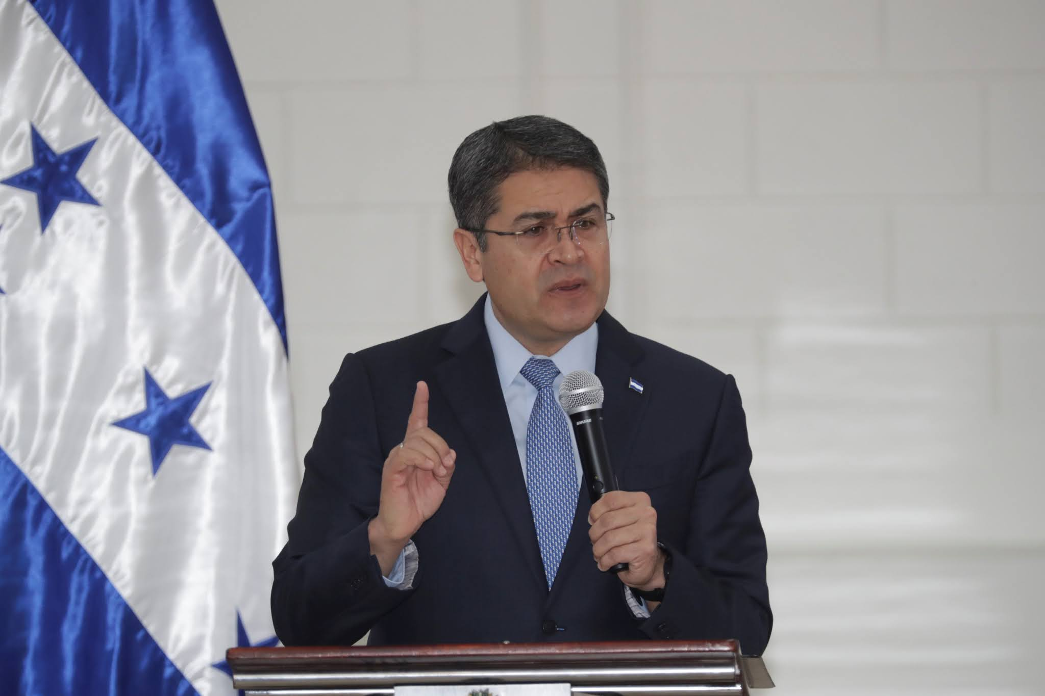 Acusan al presidente de Honduras de ayudar a un narco a traficar toneladas de cocaína a Estados Unidos
