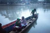 """Demi Temui Warga, St Maryam """"Sabung Nyawa"""" Diatas Perahu Katinting"""