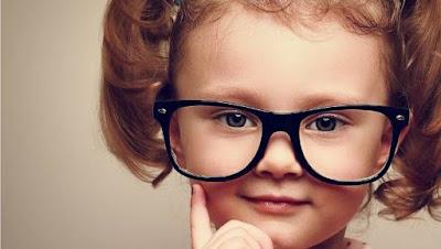 Tanda Anak Membutuhkan Kacamata
