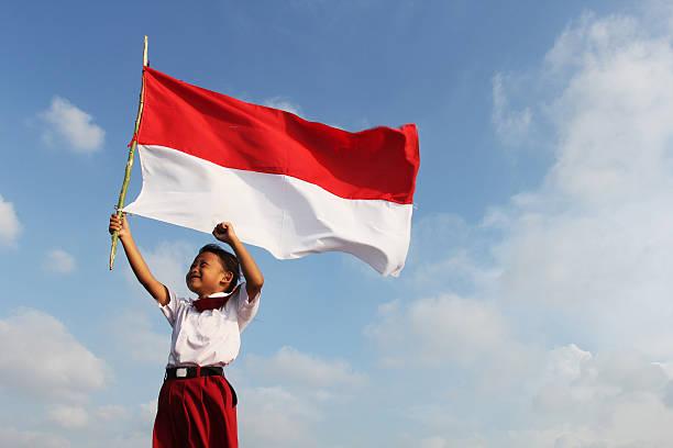 Puisiku untuk Indonesia: Tiang Negeri yang Sedang Kesepian