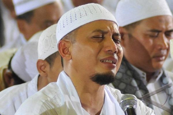 Nasehat KH Arifin Ilham Untuk Hakim Ini Benar-Benar Menusuk Setelah Ahok Ditetapkan Menjadi Tersangka