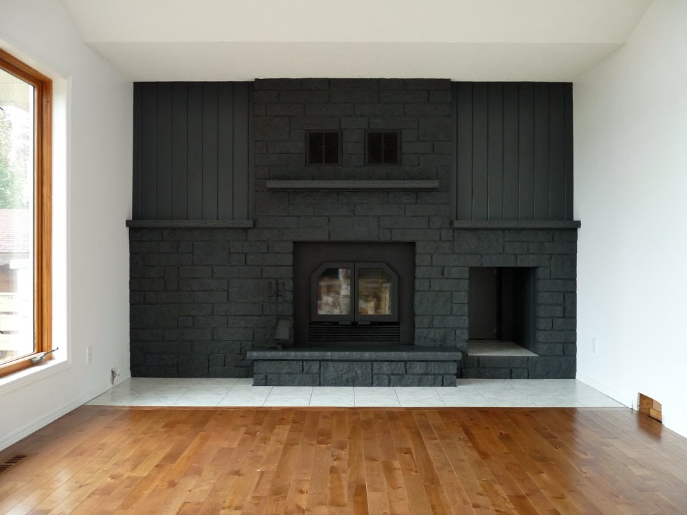 Charcoal grey painted fireplace // @danslelakehouse