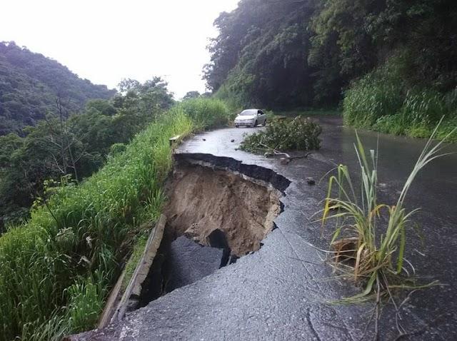 Este viernes se desplomó la carpeta asfáltica de la carretera  Valencia – Puerto Cabello